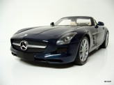 MINICHAMPS 1:18 Mercedes-Benz SLS AMG Roadster 2011