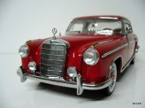 SUN STAR 1:18 Mercedes-Benz 220SE Coupe 1958