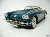 MOTOR MAX 1:18 Ford Chevrolet Corvette 1958